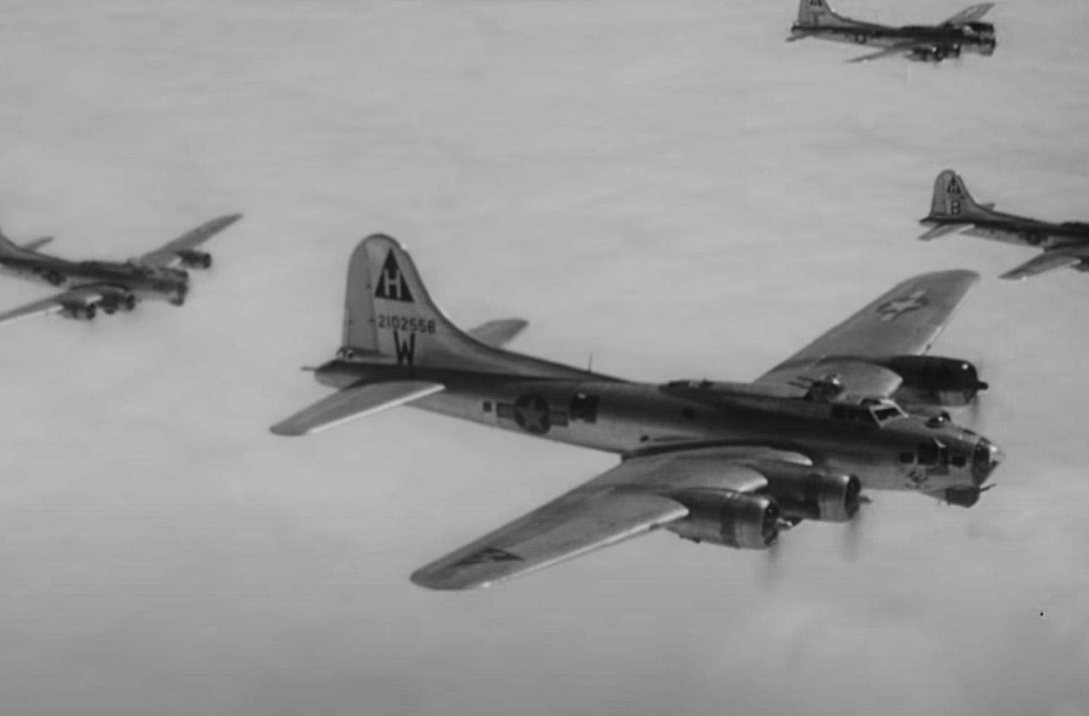 B-17 #42-102558 / Silver Streak