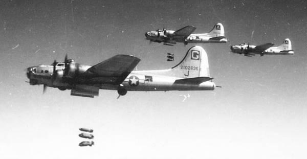 B-17 #42-102636 / Sleepytime Gal