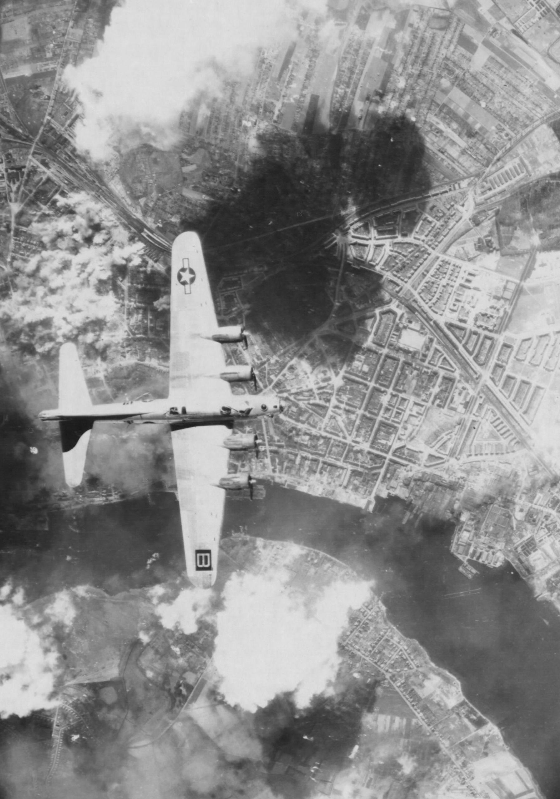 B-17 #42-32066 / Silver Sliver