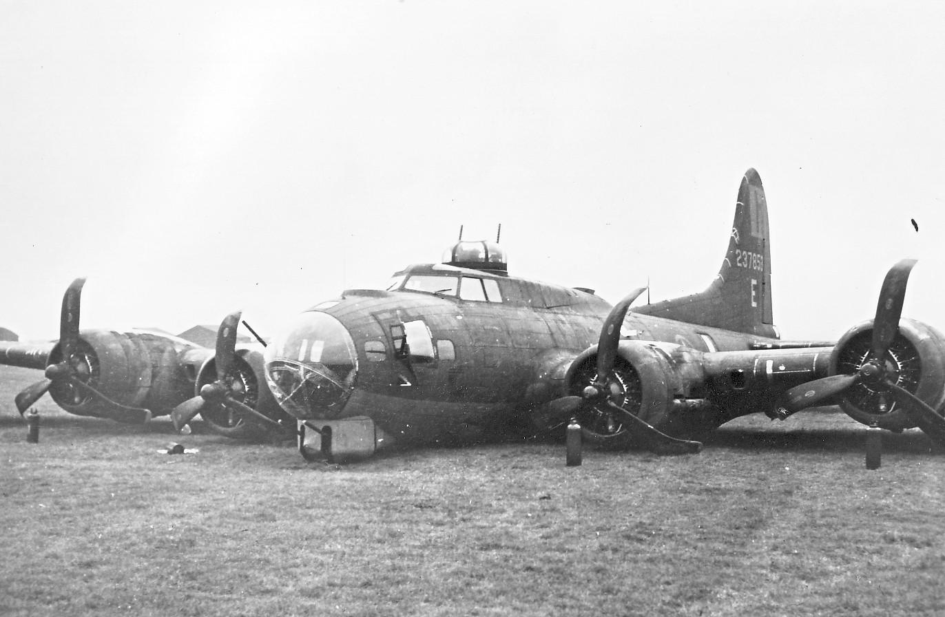 B-17 #42-37853 / Miss Fury