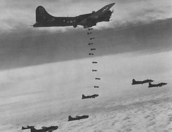 B-17 #42-39772 / Lady Bedlam aka Grin 'N Bear It