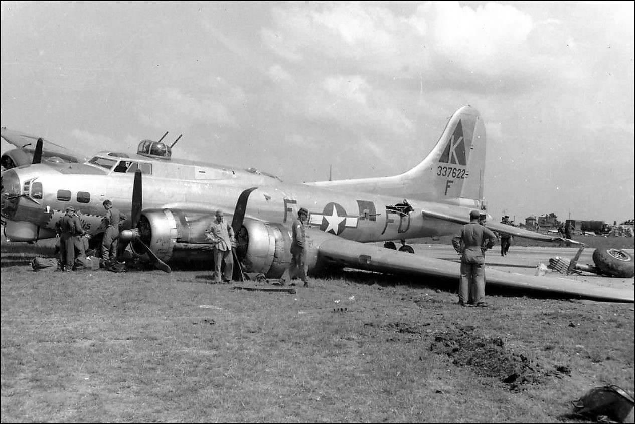 B-17 #43-37622 / Phyllis