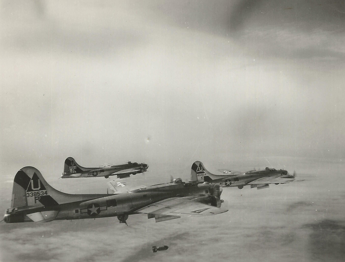 B-17 #43-38534 / The Wolf Pack
