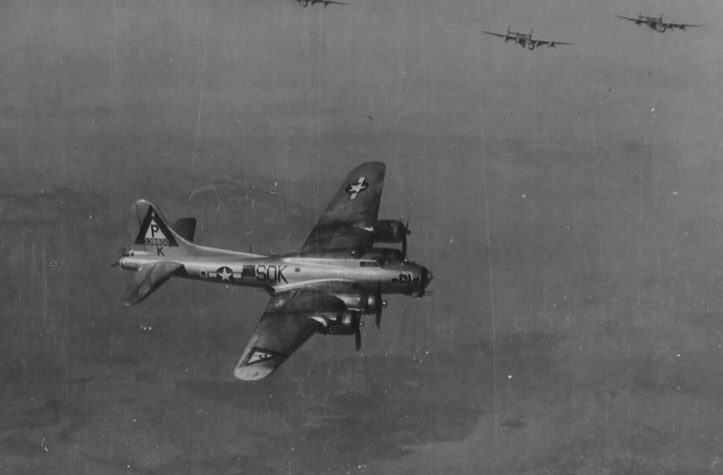 B-17 #43-38800 / Busy Buzzard