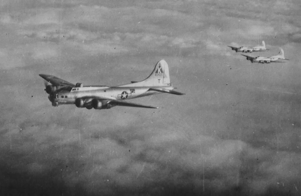 B-17 #44-8425 / Connie