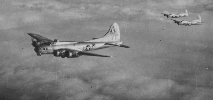 Boeing B-17 #44-8425 / Connie