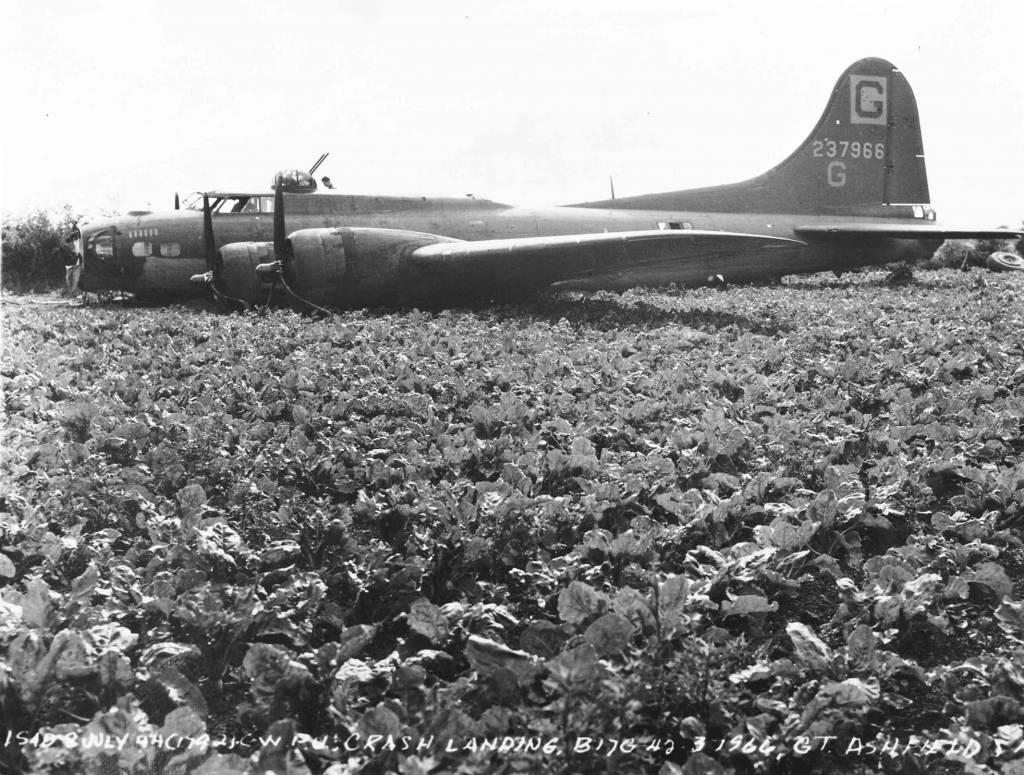 B-17 #42-37966 / Swinging Door