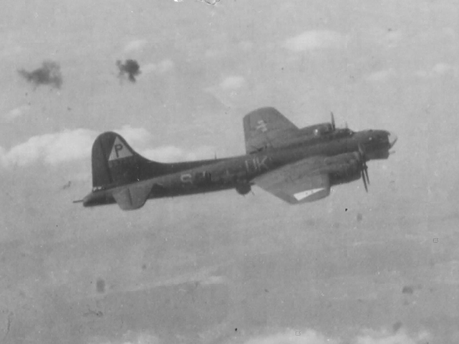 B-17 #42-37982 / Tremblin' Gremlin'