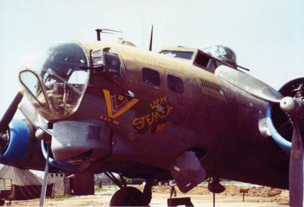 B-17 #42-38052 / Lucky Stehley Boy