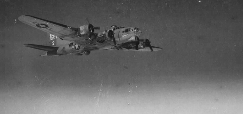 Boeing B-17 #42-39973 / Inside Curve