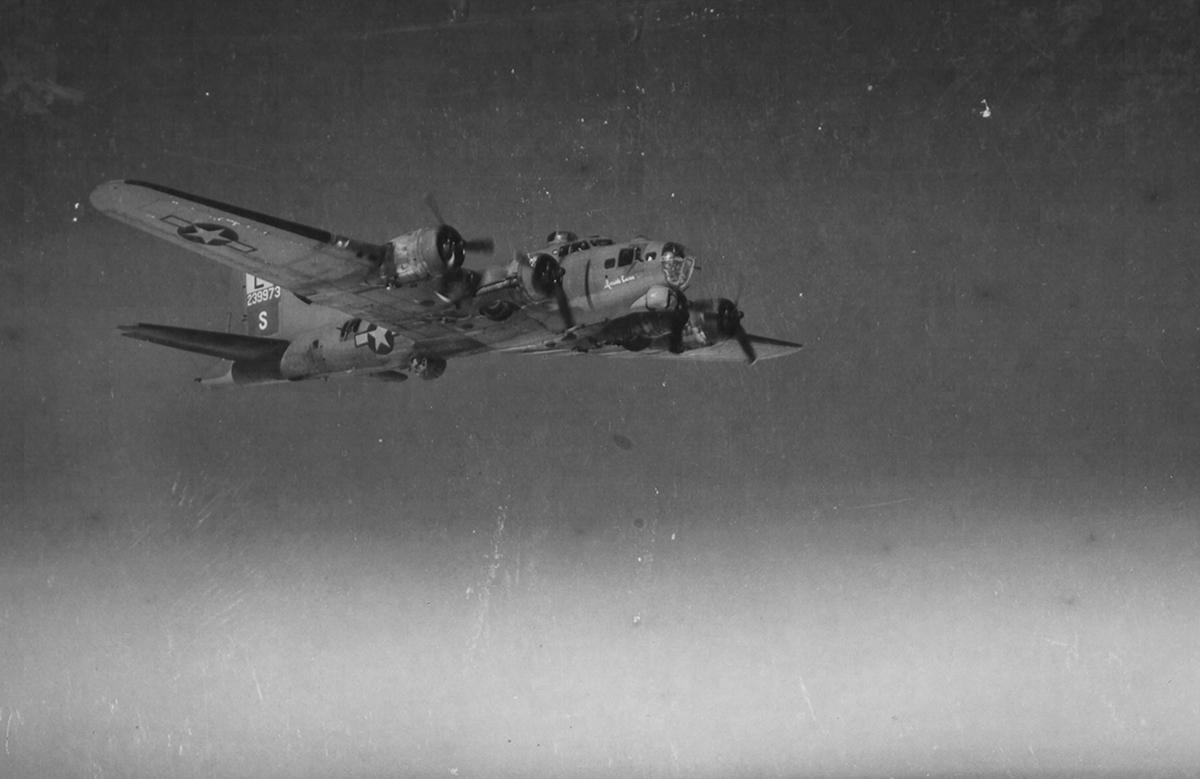 B-17 #42-39973 / Inside Curve