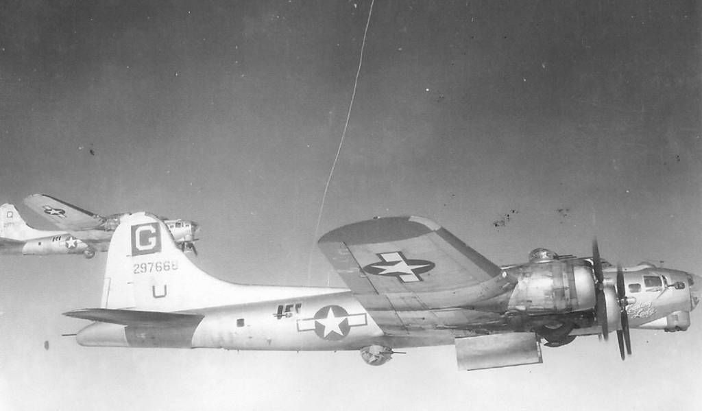 B-17 #42-97668 / Leading Lady
