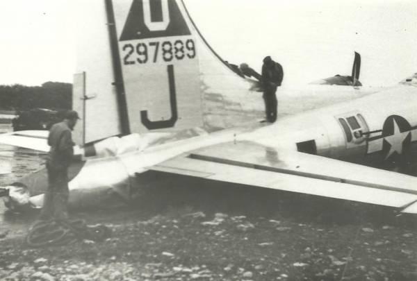 B-17 #42-97889 / Fish n' Chips
