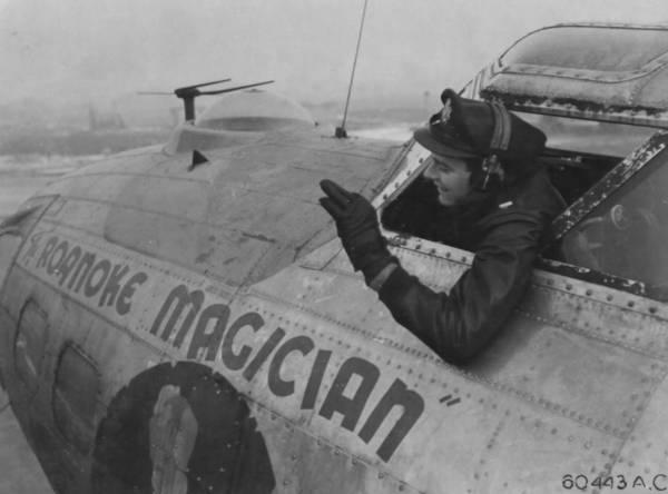 B-17 #42-97998 / Roanoke Magician