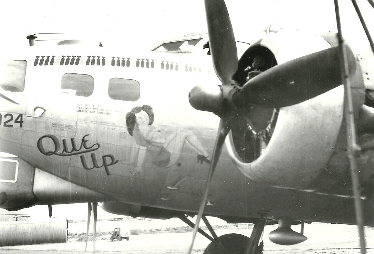 B-17 #42-98024 / Que Up