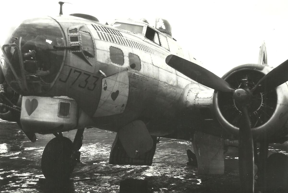 B-17 #43-37733 / Ace of Hearts