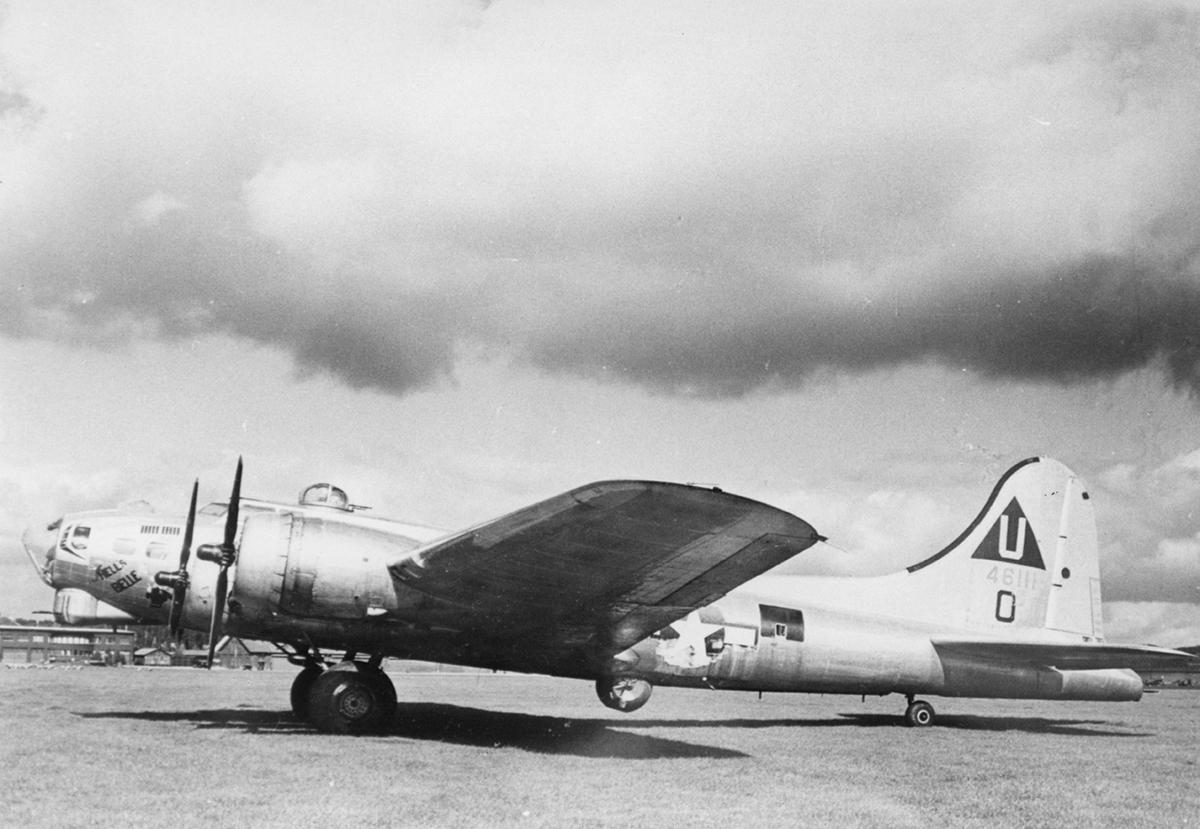 B-17 #44-6111 / Hell's Belle