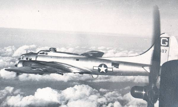 B-17 #44-8487 / Barbara Lee