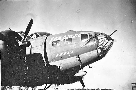 B-17 #42-30214 / Iza Angel