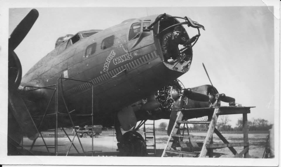 B-17 #42-30382 / Horrible Hanks