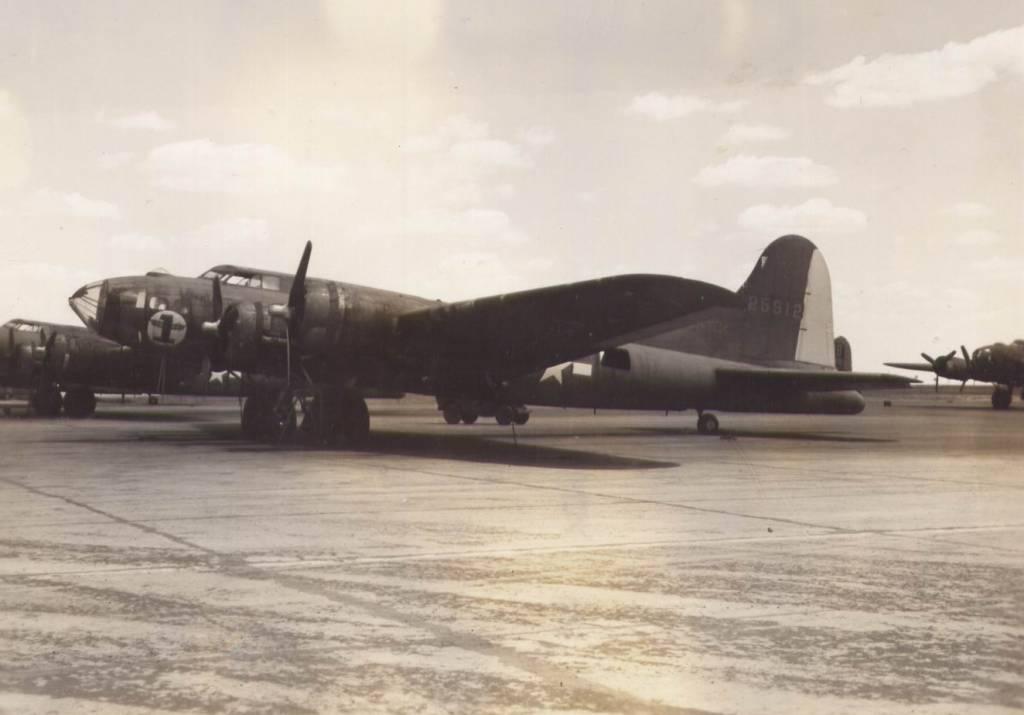 B-17 #42-5912 / Thunder Bird