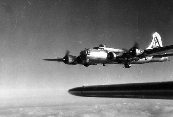 B-17 #43-37843 / Alex