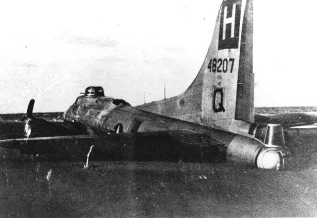 B-17 #44-8207