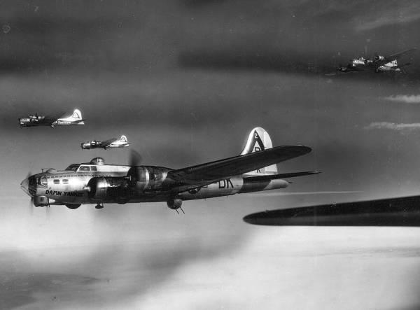 B-17 #42-102518 / Damn Yankee
