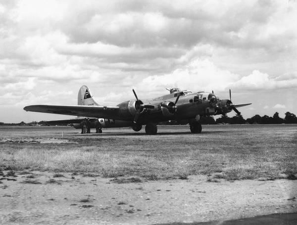 B-17 #42-102617 / Devil's Bart