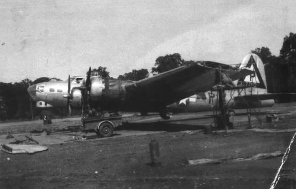 B-17 #43-37703 / Tremblin' Gremlin II