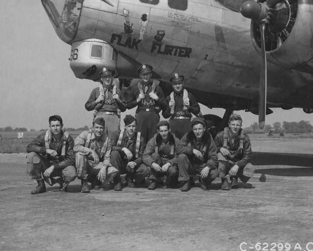 B-17 #43-38366 / Flak Flirter