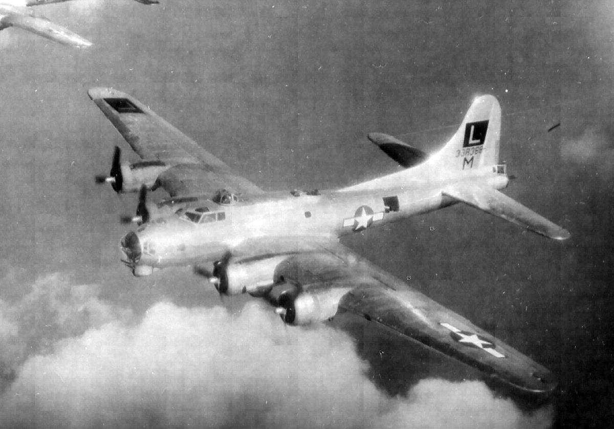 B-17 #43-38368 / Daisy Mae
