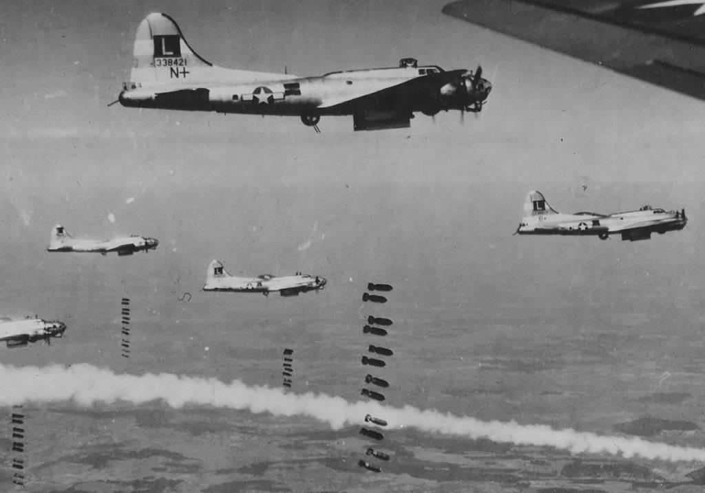 B-17 #43-38421 / Flak Magic aka N for Nan