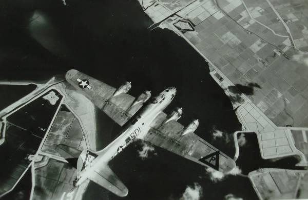 B-17 #43-38757 / Peaslee's Payoff
