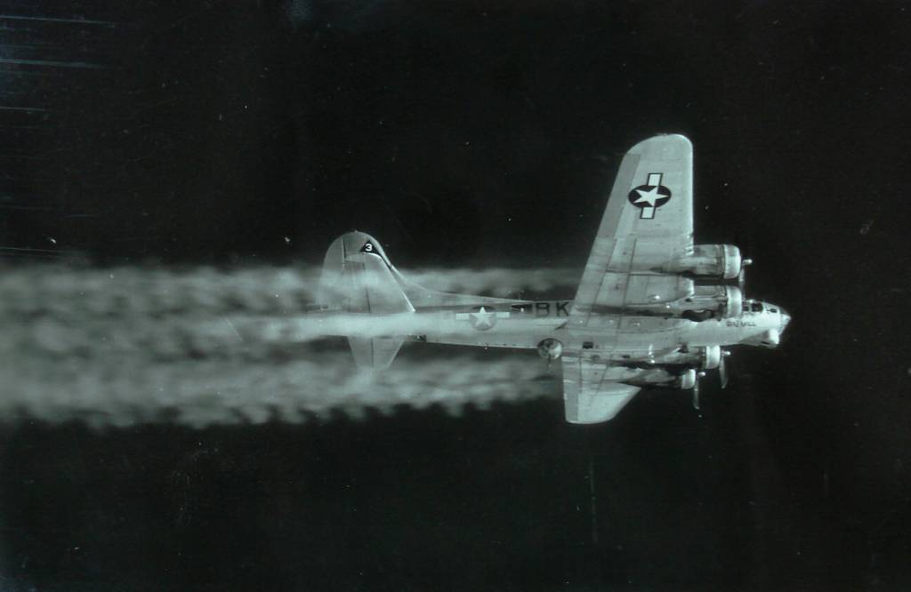 B-17 #43-39131 / Primo's Gin Girl