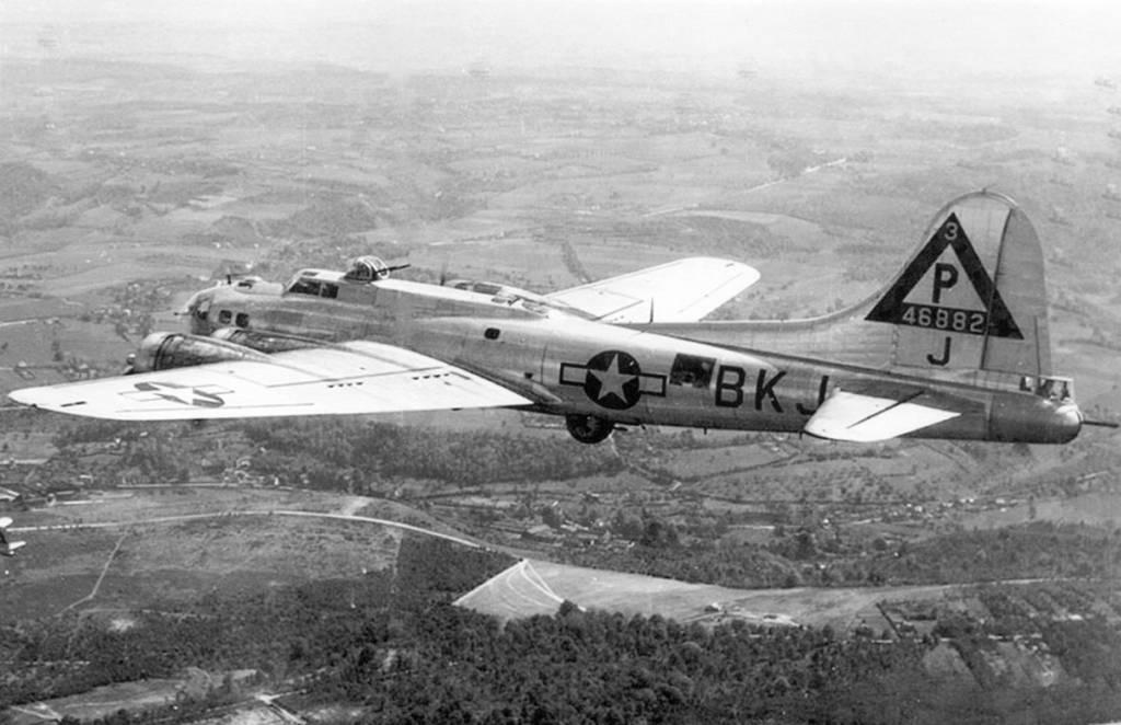 B-17 #44-6882 / Boomerang