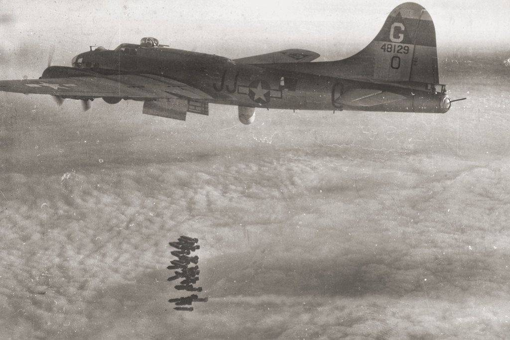 B-17 #44-8129 / Bang Away Lulu