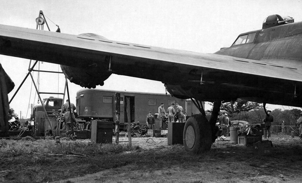 B-17F #42-29651 / Stella wird repariert.