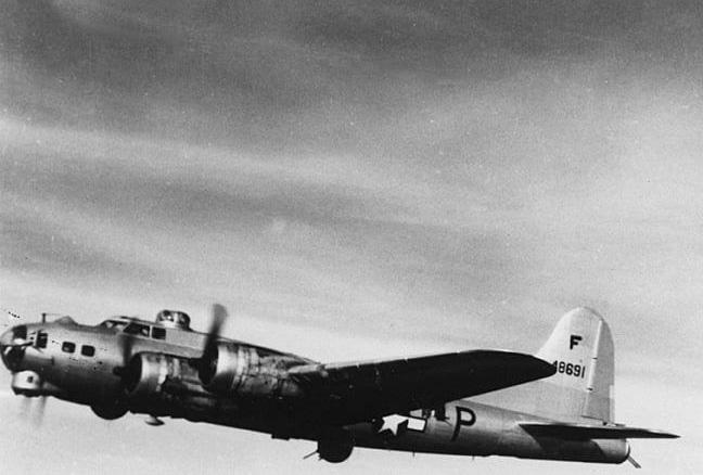 B-17 #44-8691 / Li'l Wampus aka Betsy