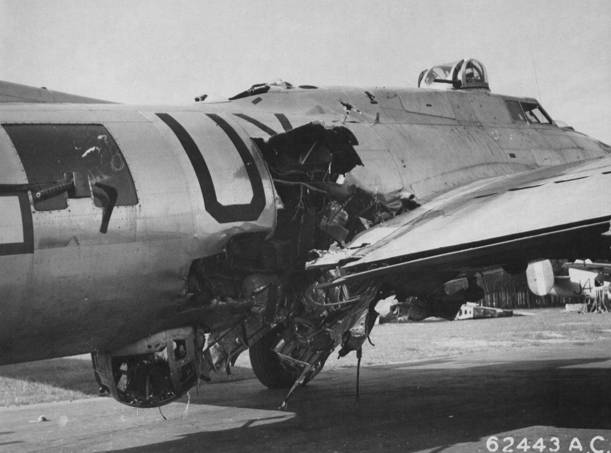 B-17 #44-6158 / Sky Monster