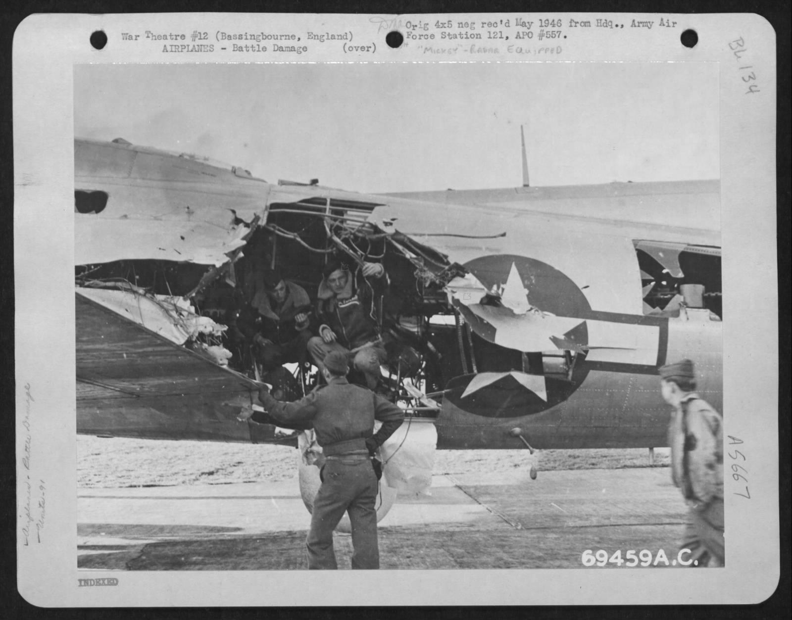 B-17G mit beschädigtem Rumpf
