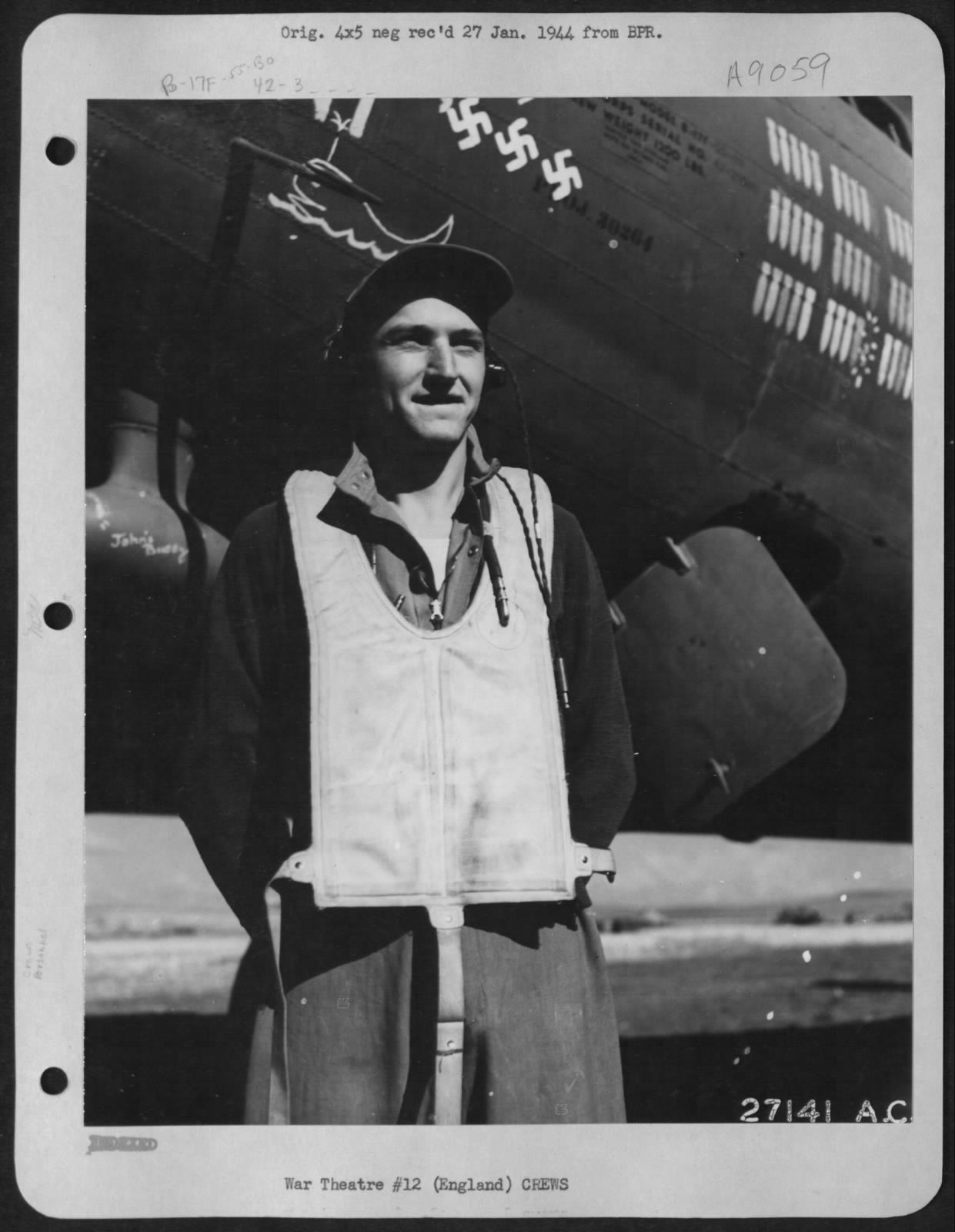 S/Sgt. Leon E. Piatek und die unbekannte B-17